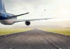 Avião sobre a pista de decolagem Meios mistos Imagens de Stock Royalty Free