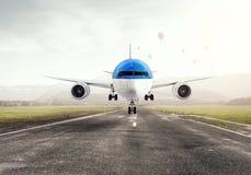 Avião sobre a pista de decolagem Meios mistos Imagem de Stock Royalty Free