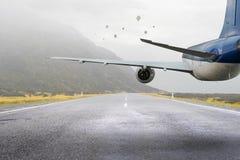 Avião sobre a pista de decolagem Meios mistos Meios mistos Imagem de Stock Royalty Free
