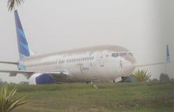 Avión cubierto por la ceniza volcánica de la erupción del kelud del soporte Imágenes de archivo libres de regalías