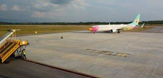 Avión de aire de la NOK en el aeropuerto de Trang tailandia Fotografía de archivo