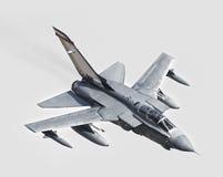 Avión de combate entrante foto de archivo libre de regalías