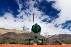 Avión de combate MIG-21 de la fuerza aérea india usado en la guerra de Kargil, exhibida como memoria victoriosa Imagen de archivo