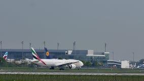 Avión de los emiratos en el aeropuerto de Munich, MUC metrajes