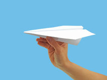 Avión de papel en mano de la mujer Fotos de archivo