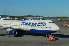 Avión de pasajeros antes del vuelo imagen de archivo libre de regalías