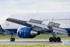 Avión de pasajeros comercial de carreteo Foto de archivo libre de regalías