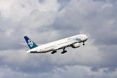 Avión de pasajeros de Air New Zealand Boeing 777 fotografía de archivo