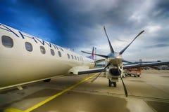 Avión de pasajeros de alta velocidad bimotor del turbopropulsor Fotos de archivo
