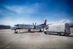 Avión de pasajeros de alta velocidad bimotor del turbopropulsor Foto de archivo libre de regalías