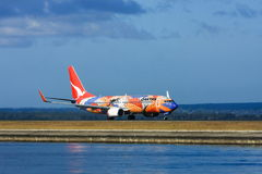 Avión de pasajeros de Boeing 737 de las líneas aéreas de Qantas imagenes de archivo