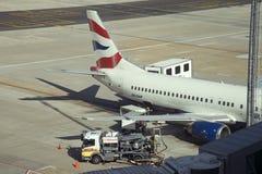Avión de pasajeros de reaprovisionamiento de combustible Fotografía de archivo libre de regalías