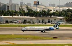 Avión de pasajeros de Tran del aire que sale foto de archivo