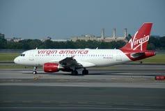 Avión de pasajeros de Virgin America Fotos de archivo libres de regalías