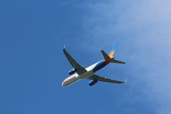 Avión de pasajeros del anuncio publicitario de los días de fiesta Jet2 foto de archivo