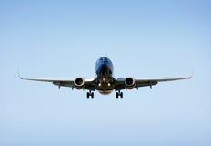Avión de pasajeros del aterrizaje Fotografía de archivo