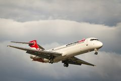 Avión de pasajeros del jet de Boeing 717 de las líneas aéreas de Qantas en vuelo Imagen de archivo
