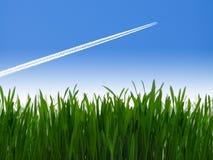 Avión de pasajeros del jet en cielo azul Imagen de archivo