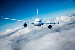 Avión de pasajeros del pasajero en el cielo Fotografía de archivo libre de regalías