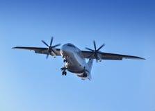 Avión de pasajeros en día Fotografía de archivo libre de regalías