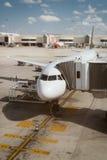 Avión de pasajeros en el aeropuerto Fotografía de archivo libre de regalías