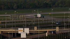 Avión de reacción de AirBaltic en el aeropuerto de Munich, MUC