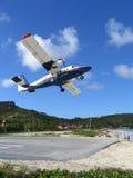 Avión de Winair que saca del aeropuerto de St Barts Fotos de archivo libres de regalías