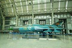 Avión del modelo de Chengdu China-UNo en la sala de exposiciones Foto de archivo