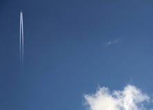 Avión en cielo Fotografía de archivo