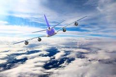 Avión en el blanco del negro del fondo del aeroplano del transporte del viaje del vuelo del cielo Foto de archivo