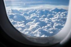 Avión en fondo del aire, imagen de archivo