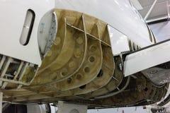 Avión en hangar foto de archivo
