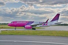 Avión HA-LWX de Wizzair Imagen de archivo libre de regalías