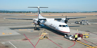 Avión listo al embarque en panorama del aeropuerto de Vancouver YVR Foto de archivo