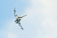 Avión militar en la acción Foto de archivo