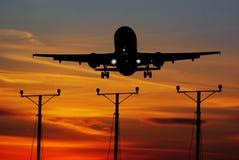 Avión momentos antes del aterrizaje Imagen de archivo