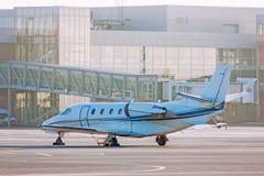 Avión privado en el delantal Fotos de archivo