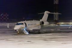 Avión privado en el delantal de la noche Imagen de archivo libre de regalías
