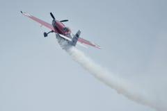 Avión rojo, salón aeronáutico en Ahmadabad, la India Fotos de archivo