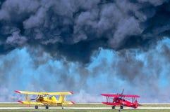 Avión rojo y amarillo Fotografía de archivo
