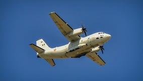 avión rumano de la fuerza aérea en la demostración aeronáutica de Bucarest foto de archivo libre de regalías