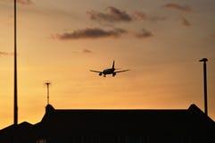 Avión sobre Londres Foto de archivo libre de regalías