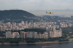 Avión sobre Rio de Janeiro, el Brasil Imagen de archivo libre de regalías