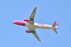 Avión Wizzair de HA-LYH Imagenes de archivo
