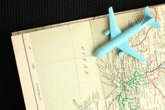 Avión y mapa Imágenes de archivo libres de regalías