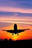 Avión y puesta del sol Imágenes de archivo libres de regalías