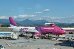 Aviões Airbus A320 de Wizzair Fotos de Stock