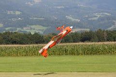 Aviões - Aircraft modelo - acrobacias da baixa asa Fotos de Stock Royalty Free