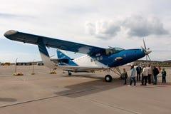 Aviões Antonov da opinião dos povos, An-2MC em uma área de exposição Fotografia de Stock