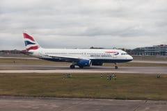 Aviões British Airways no aeroporto de Heathrow, Londres Fotos de Stock Royalty Free